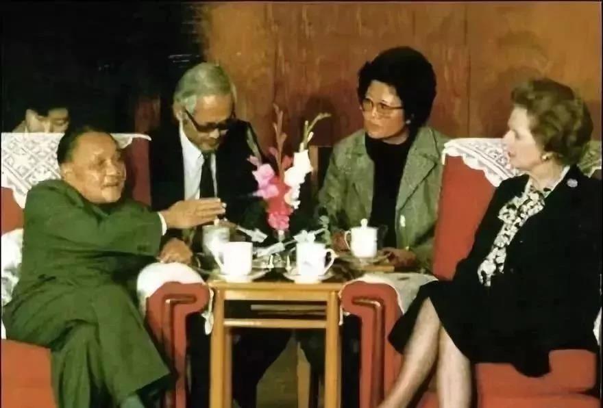 邓小平:如果香港发生动乱中央政府就要加以干预