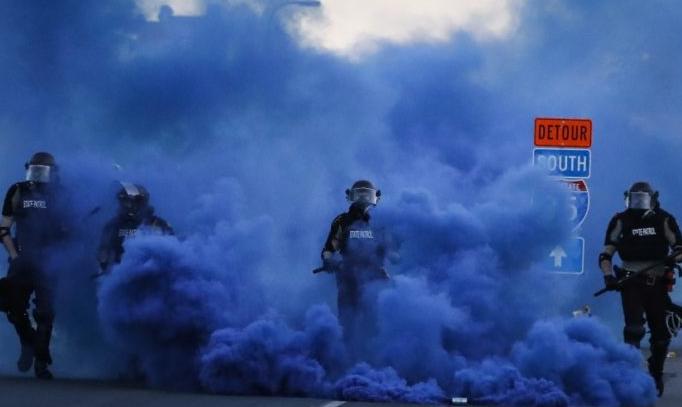 """特朗普正式将抗议上升为""""反政府运动"""""""